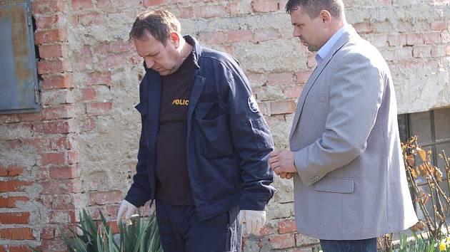Domovní prohlídka ve vile u parku Michalov, kde žije čtyřiašedesátiletá žena, obviněná z podílu na dvojnásobné vraždě manželů