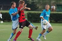 Fotbalisté Želatovic (v modrobílé) proti Konici