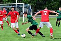 Fotbalisté Brodku u Přerova (v červeném) v přípravném utkání porazili SK Chválkovice 2:0.