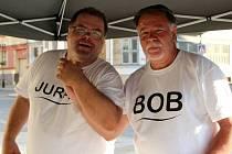 Retrodiscotéka na zahrádce u Městského domu. Zazněly hity šedesátých a sedmdesátých let, střední a starší generaci hráli jejich oblíbené písničky dva legendární dýdžejové – Juray a Bob.