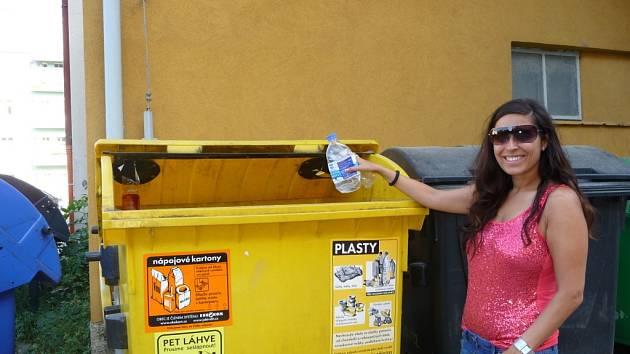 Do žlutých kontejnerů mohou lidé vhazovat směsné plasty. Novinku oceňují.