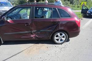 Ke střetu dvou aut došlo v neděli na silnici v Předmostí u Přerova.
