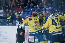 Hokejisté Přerova (ve žlutém) doma proti Havířovu.