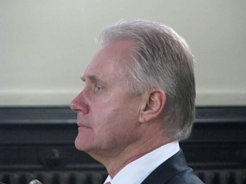 Vyhlášení rozsudku nad exprimátorem Jiřím Lajtochem, radními a úředníky přerovského magistrátu u Okresního soudu v Olomouci
