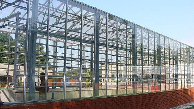 V přerovském parku Michalov bude už brzy dokončena stavba nových skleníků. Původní objekty, které byly kdysi chloubou města, musely být kvůli svému zchátralému stavu zbourány