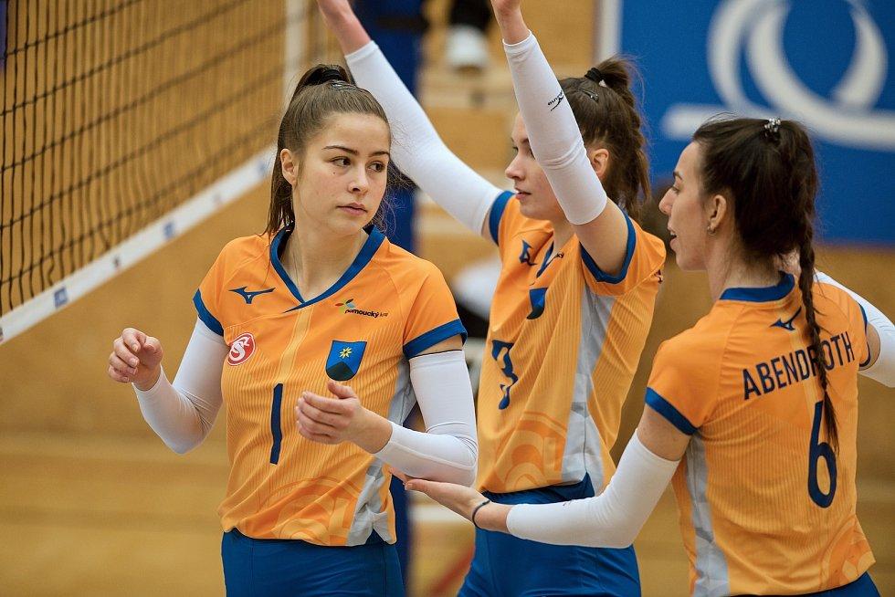 Volejbalistky Šternberku (v oranžovém) doma nestačily na Přerov.