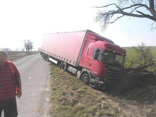 Nehoda tahače