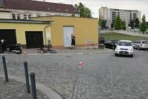 Přednost motorkáři zřejmě nedala pětatřicetiletá cyklistka, která způsobila nehodu na křižovatce ulic Na Marku a Pivovarská v Přerově. Motorkář se při nehodě zranil.
