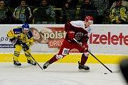 Hokejisté Přerova (ve žlutém) v utkání s Frýdkem-Místkem (3:1)