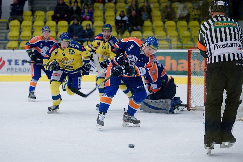 Hokejisté Přerova (ve žlutém) doma porazili Litoměřice 3:1. Patrik Marcel