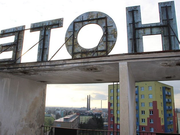 Ze střechy bývalého hotelu Strojař je Přerov vidět jako na dlani.