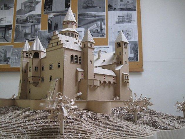 Do projektu se přihlásili studenti Střední průmyslové školy stavební v Lipníku nad Bečvou. Karel Mayer vytvořil hrad Bouzov, Petr Matyáš zvolil zámek Žleby.