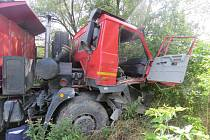 K vážné dopravní nehodě došlo v úterý odpoledne na silnici I/55 u Lověšic. Srazila se zde dvě nákladní auta.