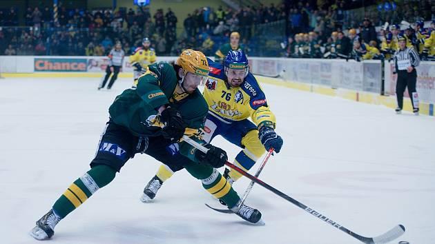 Hokejisté Přerova (ve žlutém) proti Vsetínu