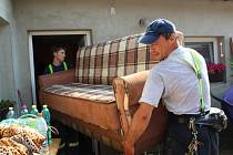 Radslavický potok zaplavil obytné části dvou domů, několik sklepů a dvůr obecního úřadu. Voda přišla i z dalších stran – od Pavlovic a z potoka Libuše.
