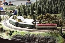 Velké modelové kolejiště o víkendu odkryl veřejnosti přerovský klub železničářů. Tradiční výstava bude pokračovat ještě příští víkend, v sobotu 26. a neděli 27.