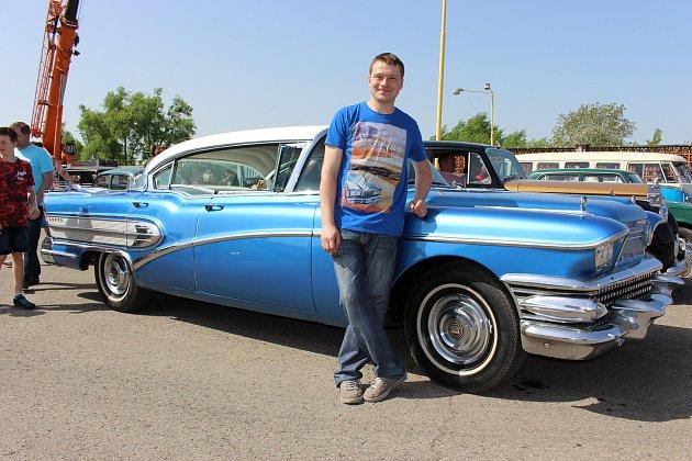 Nebývalý zájem vzbudil mezi návštěvníky Jarní jízdy zručnosti vPřerově bezmála šestimetrový Buick zroku 1958.Jeho vlastníkem je třiatřicetiletý Tomáš Polišenský Kroměřížska.