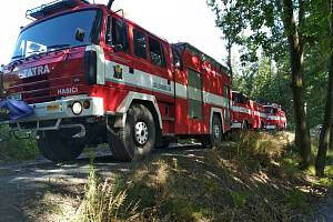 Osmnáct jednotek hasičů likvidovalo ve středu odpoledne mohutný požár lesa u Dolního Újezdu na Lipnicku.