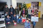 Děti z přerovského dětského domova dostaly ve čtvrtek odpoledne dárky, které jim koupili pod stromeček Přerované.