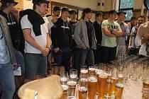 Na exkurzi do přerovského pivovaru Zubr zavítali hokejisté Petrohradu. Sportovci si prohlédli všechny hlavní části pivovaru a ochutnali také kvasnicové pivo točené přímo z tanku.