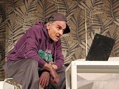 Dva herci, čtyři postavy. Komedie Žena za pultem2: Pult osobnosti vyprodala Městský dům v Přerově.