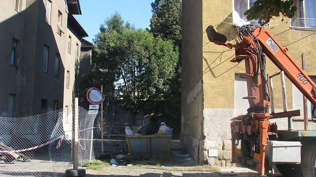 Bourání ve Škodově ulice