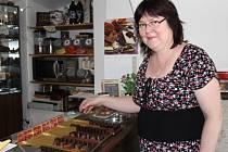Lenka Glosová z Přerova začala vyrábět čokoládu, když jí bylo nejhůře a měla vážné zdravotní problémy. Dnes její výrobky získaly certifikát Haná – regionální produkt.
