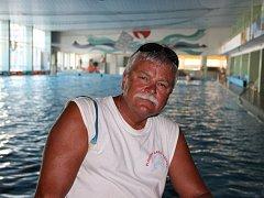Eduard Hejduk je plavčíkem na přerovském bazénu už téměř dvacet let.