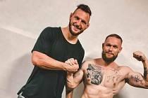 Strongman Jiří Tkadlčík (vpravo) a olympijský vítěz Lukáš Krpálek.