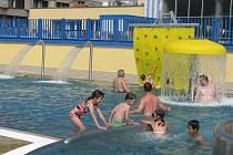Zrekonstruovaný venkovní bazén v Přerově