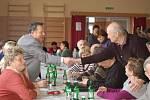 Ze 105 vzorků slivovice a 23 likérů vybírala letos porota vítěze degustační soutěže Beňovský slivkošt. Šampionem letošního ročníku se stal vzorek trnky z roku 2011 od pěstitele Jiřího Bělaře z Běňova