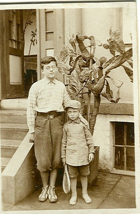 Josef Kainar s bratrancem Jiřím Kutálkem