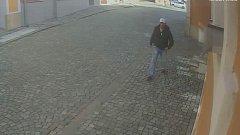 Policie pátrá po totožnosti pachatele, který vnikl do domu na Horním náměstí v Přerově