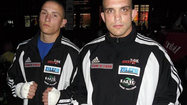Marek Bartl (vlevo) a Jakub Hučko (vpravo) na Galavečeru Pardál Gladiators Night Cage