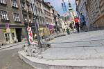 Obchodníci v Kratochvílově ulici v centru Přerova si zoufají. Kvůli rekonstrukci, která se podle nich zbytečně dlouho vleče, přicházejí o tržby.