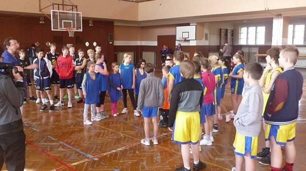 Náborová akce basketbalistů v přerovské sokolovně přilákala desítky dětí