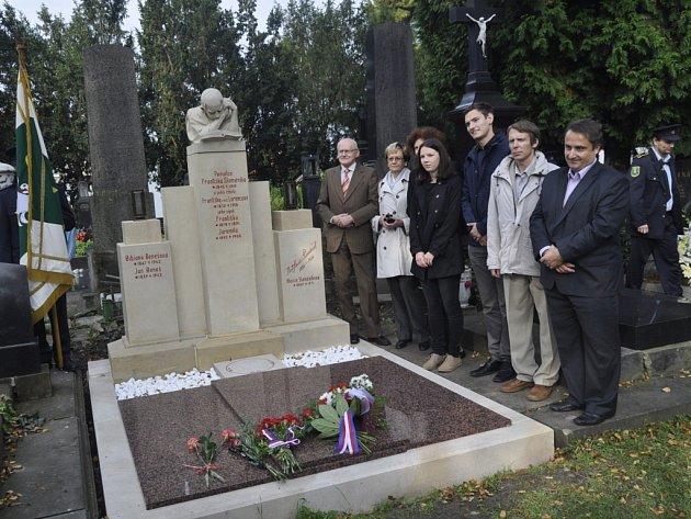 Hrobka Františka Slaměníka, zakladatele Muzea Komenského, se dočkala rekonstrukce. V neděli dopoledne byla slavnostně otevřena na Městském hřbitově v Přerově.
