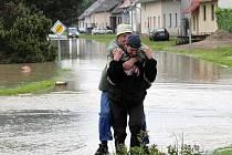 Zaplavené Troubky den poté, středa 19. května odpoledne