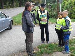Rychlost řidičů aut v Kojetíně kontroloval policisté spolu se žáky základní školy.