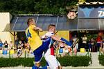 Fotbalisté Kozlovic (v pruhovaném) v pohárovém utkání s třetiligovou Kroměříží