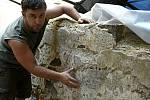 Bádání archeologů během rekonstrukce renesančního paláce na hradě Helfštýně