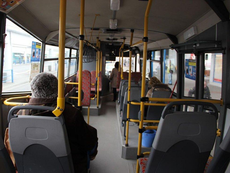 Zmatení cestující i řidiči autobusů, tak vypadalo pondělní dopoledne v Přerově.