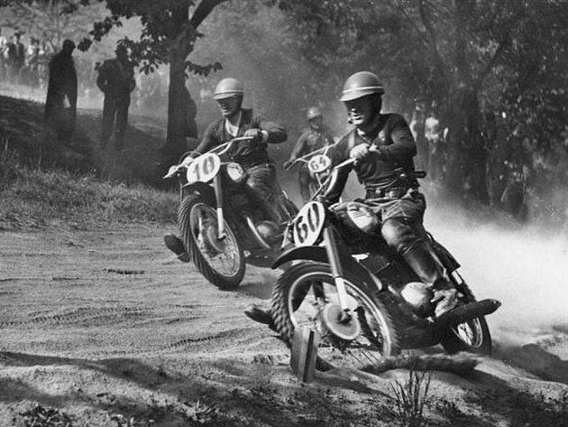 Motokrosoví závodníci