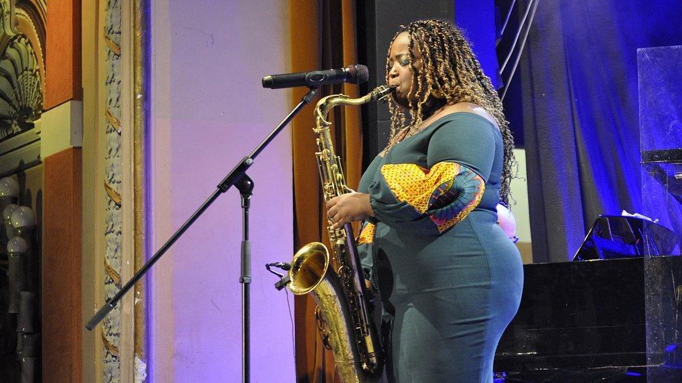 Jazzový festival v Přerově v pátek večer ovládla americká saxofonistka a zpěvačka Camille Thurman.