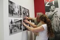 Přerov sametový - výstava ke 30. výročí sametové revoluce v přerovské výstavní síni Pasáž. (Foto z instalace výstavy)
