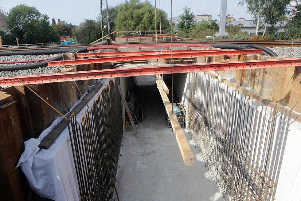 Modernizace Dluhonické spojky na železniční trati u Přerova. Podjezd v Předmostí. Cyklotubus.
