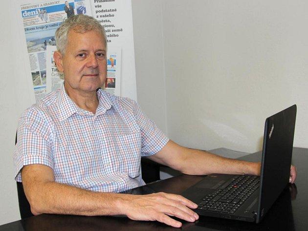 Onkolog Lubomír Skopal při on-line rozhovoru se čtenáři Deníku
