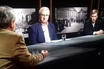 Fotografie z natáčení pořadu, vpravo Petr Jirák.