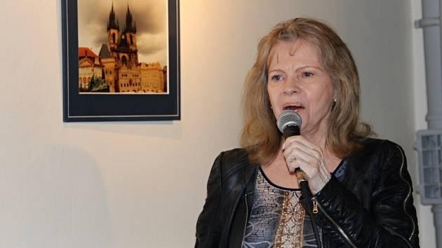 Zpěvačka Eva Pilarová na vernisáži svých fotografií v Galerii města Přerova