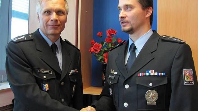 V Přerově se střídají policejní šéfové. Odstupujícího Josefa Drábka (vlevo) nahradí Martin Lebduška (vpravo)